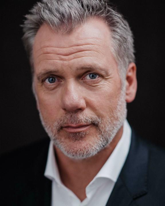 Erik Thomson